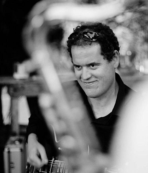 Le Guitariste du groupe Jazz Cocktail en Concert