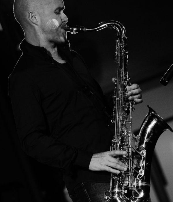 Le Saxophoniste du Groupe Jazz cocktail