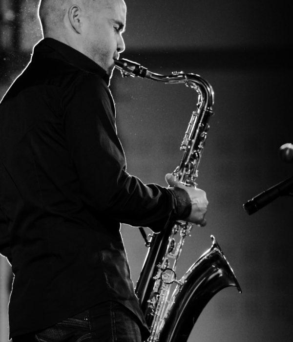Saxophoniste du groupe Jazz Cocktail
