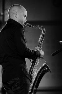 Saxophoniste du groupe JAzz cocktail Mariages evenements suisse